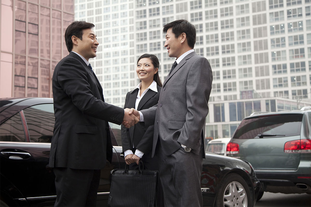 Businessmen setting up a private limited company in Singapore
